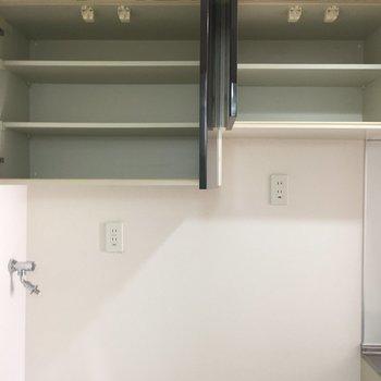 靴置き場は洗濯機置き場の上に!※写真は3階の同間取り別部屋のものです