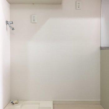 冷蔵庫横に洗濯機置き場も。※写真は3階の同間取り別部屋のものです