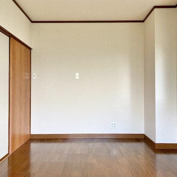 【洋室約6帖】ベットはどの辺に置こうかな。