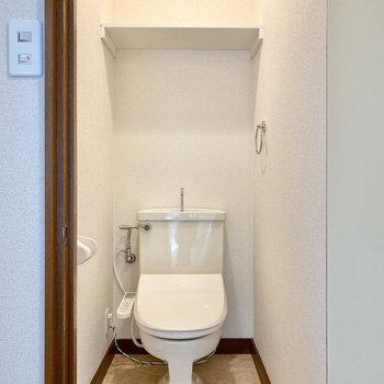 トイレは脱衣室をでてすぐ左です。