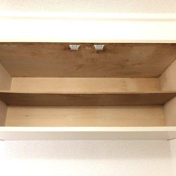 上にも棚がついています。