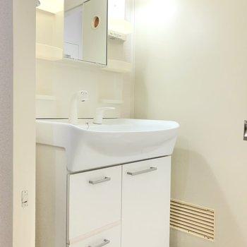 独立洗面台があるのも嬉しいです。