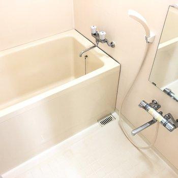 お風呂も清潔感があります。