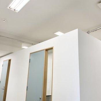 天井が繋がっている半個室スタイルです◎