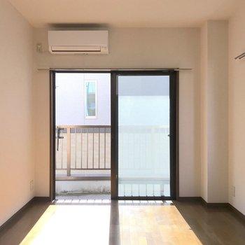 昼間は電気がいらないほどの明るさです。※写真は2階の同間取り別部屋のものです