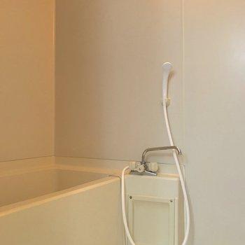 疲れた日にはゆっくりお風呂で休んでくださいね。※写真は2階の同間取り別部屋のものです