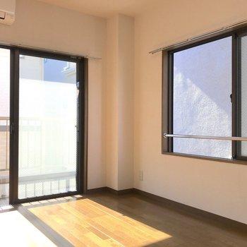 二面採光で日当たりも風通しも良いお部屋です。※写真は2階の同間取り別部屋のものです
