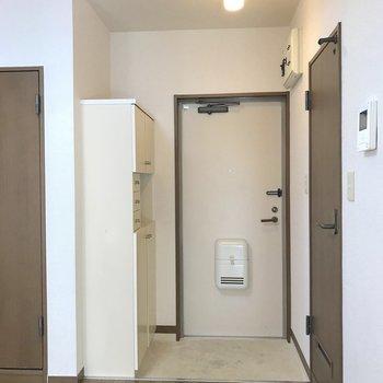 2人が準備できる広さです。※写真は2階の同間取り別部屋のものです