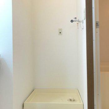洗濯機置き場は脱衣所に。※写真は2階の同間取り別部屋のものです