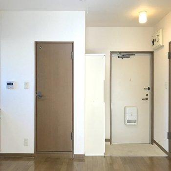 キッチン部分もゆったりと料理が楽しめる広さ。※写真は2階の同間取り別部屋のものです