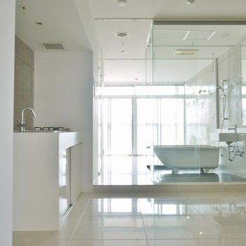 真っ白なスタイリッシュROOM(※写真は11階の同間取り別部屋のものです)