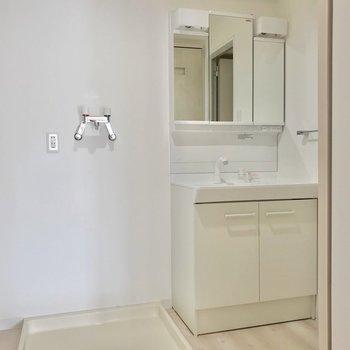 大きな洗面台で朝の支度もラクラクです!
