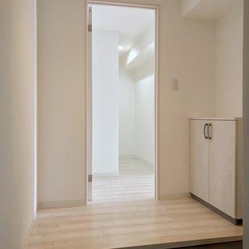 玄関を開けると、淡い色の爽やかな空間がお出迎え♩