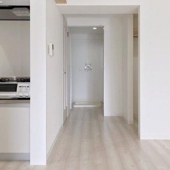 キッチンとウォークインクローゼットの間の奥には脱衣所。