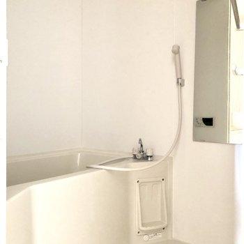 ゆったり入れそうなお風呂です※写真は7階の同間取り別部屋のものです