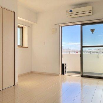 2面採光の窓から温かい光が差し込みます※写真は7階の同間取り別部屋のものです