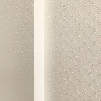 真っ白な壁かと思いきや、実はモロッカンパターンのクロスなんです!素敵◎