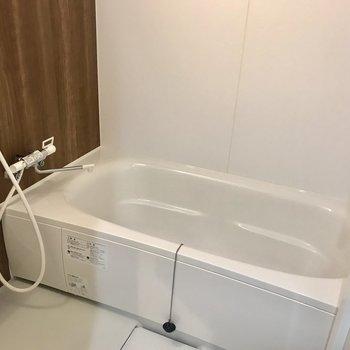浴槽広い!一坪バスでゆったり〜※写真は同間取り別部屋です