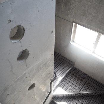 階段はカーペット仕様で音が響きませんよ