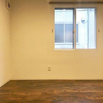 こっち側にはベッドを置いて※写真は同間取り別部屋です