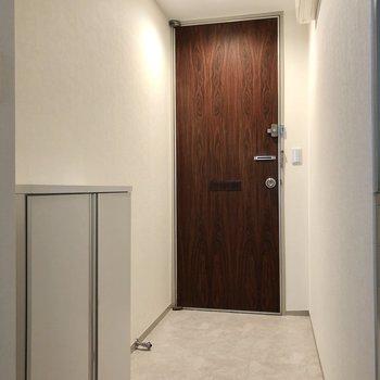 玄関は広々としたスペース。