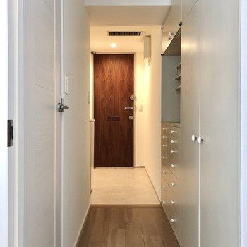 トイレは玄関サイドにあります。