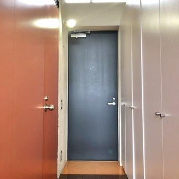 廊下から玄関も明るくハッピーに!