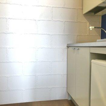冷蔵庫も設置済みのキッチンスペース