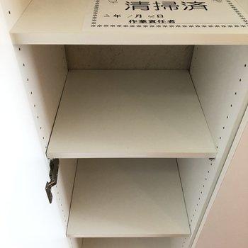 玄関収納も10足ほど収納可能です。