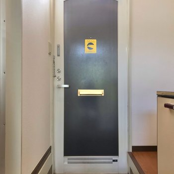 玄関は少し段差があるので、ホコリが入りにくいですよ。