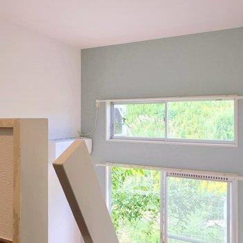 窓が上下に付いているので、日中はロフトも電気がいらないくらい。