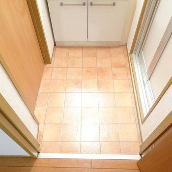 スペースはひとり分。左にトイレ、右にお風呂。