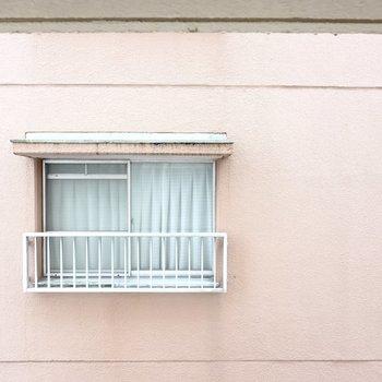 キッチン窓からはお隣さん。