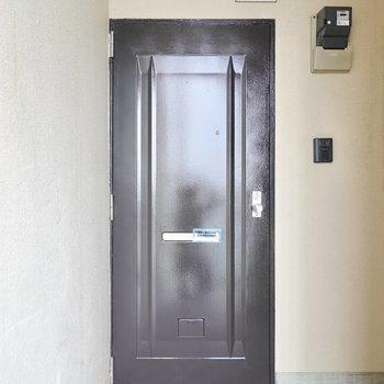 玄関ドアはマットな黒!
