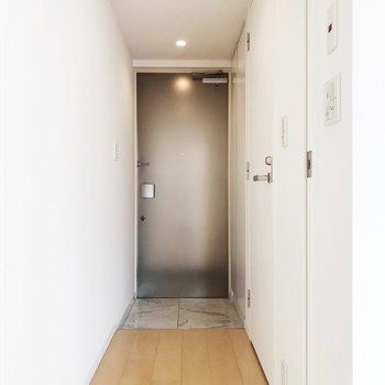 玄関横にトイレがあります