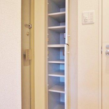 たっぷり収納のシューズボックス(※写真は3階の同間取り別部屋のものです)