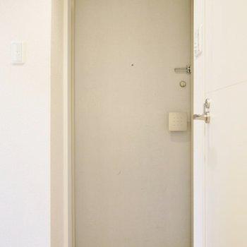 玄関も丁度いい広さですね(※写真は3階の同間取り別部屋のものです)