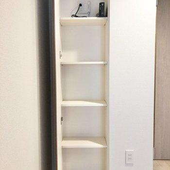 【LDK】LDKにも収納が。※家具は残置物です※写真は2階の同間取り別部屋のものです