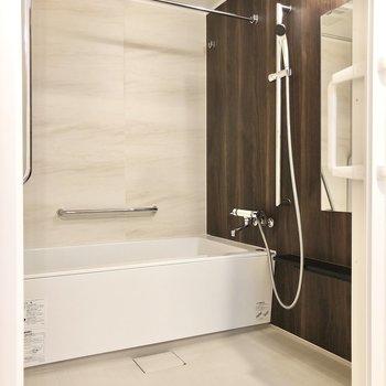 バスルームは浴室乾燥機付きです。
