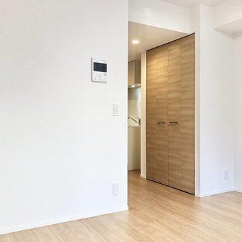 家具は高さを統一して空間を上手く使いたいですね。