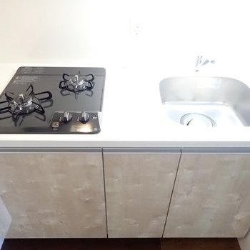 シンクボードで調理スペースを確保!※写真は6階別部屋・同間取りのお部屋です。