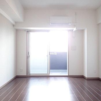 真っ白なシーツで眠りたいなあ。※写真は6階別部屋・同間取りのお部屋です。