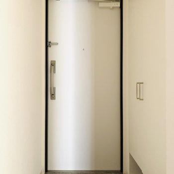 シンプルな玄関でした。(※写真は7階の同間取り別部屋のものです)