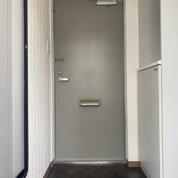 玄関はゆとりのある広さ。