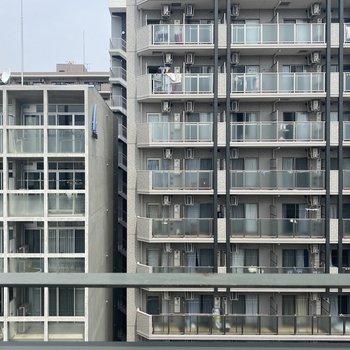 眺めはお向かいのマンションです。