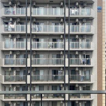 こちらも眺望はマンションです。