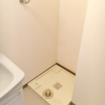 隣には洗濯機置き場。