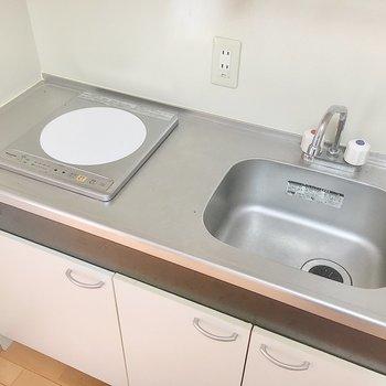 シンクボードやまな板を渡して調理スペースを広げても良さそう。