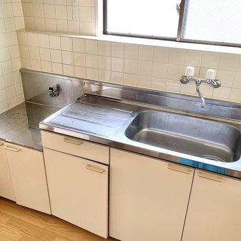 【K】シンクと作業スペースが広い!調理がしやすそう。