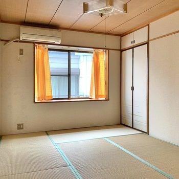 【和室】ダブルベッドが置けるくらいの広さがあります。